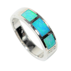 1 TURKS AND CAICOS STERLING SILVER AUSTRALIAN OPAL RING