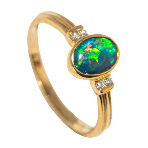 JUNGLE FLAME 9KT YELLOW GOLD & DIAMOND AUSTRALIAN OPAL RING