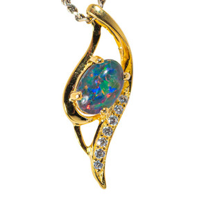 A GOLDEN REALITY 18KT YELLOW GOLD PLATED AUSTRALIAN  OPAL NECKLACE