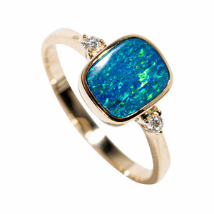 A TIMELESS PIECE 14KT YELLOW GOLD & DIAMOND AUSTRALIAN OPAL RING