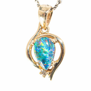 A GOLDEN HEART 14KT GOLD & DIAMOND AUSTRALIAN OPAL NECKLACE