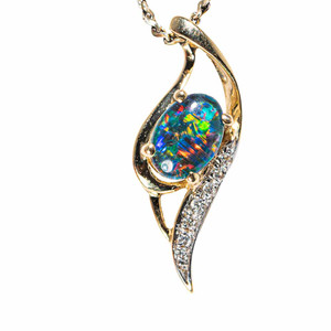 A LOVELY SPARROW 14KT GOLD & DIAMOND AUSTRALIAN OPAL NECKLACE