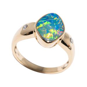 A MAJESTY 14KT YELLOW GOLD & DIAMOND AUSTRALIAN OPAL RING