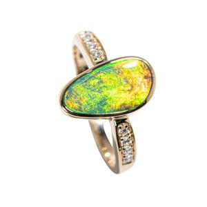 A YELLOW COMET 14KT YELLOW GOLD & DIAMOND AUSTRALIAN OPAL RING