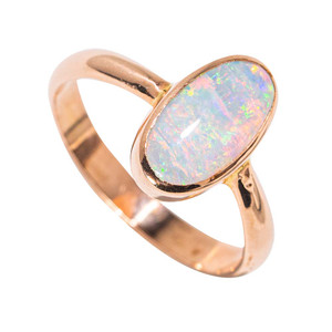 A OLD TOWN JEWEL 14KT YELLOW GOLD AUSTRALIAN OPAL RING