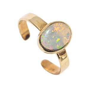 A GOLDMINE 14KT YELLOW GOLD AUSTRALIAN OPAL RING