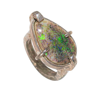 A NEON SILVER CHARM STERLING SILVER AUSTRALIAN SOLID OPAL RING