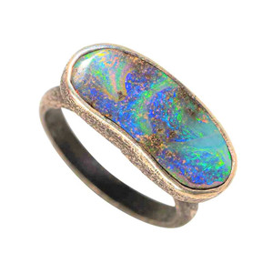 A UNCOMMON GEM STERLING SILVER AUSTRALIAN SOLID OPAL RING