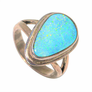 A ROYAL DESIGN STERLING SILVER AUSTRALIAN SOLID OPAL RING