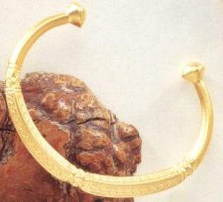 African Diamond Shape Bracelet - Photo Museum Store Company