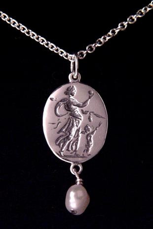 Aphrodite Intaglio Necklace : Fitzwilliam Museum, 1st Century BC - Photo Museum Store Company