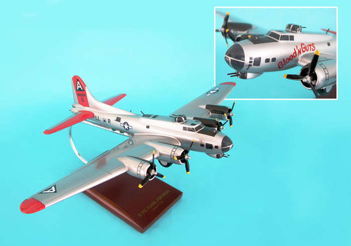 B-17g Fortress Silver 1/72 Blood And Guts  - US ARMY AIRCRAFT (USA) - Museum Company Photo