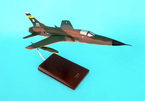F-105d Thunderchief 1/48  - United States Air Force (USA) - Museum Company Photo