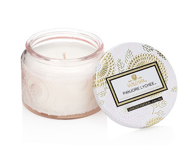 This inspirational scent features sublime notes of panjore lychee, cassis and juicy asian pear.