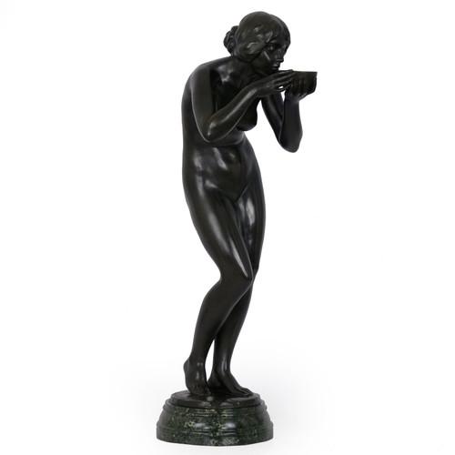 """""""Trinkender Frauenakt"""", bronze sculpture   Victor Seifert, Gladenbeck"""