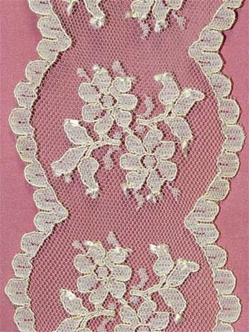 PD5108 Ivory Ivory Shiffli Lace Trim