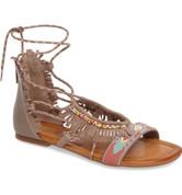Jessica Simpson Women's KYNDALLE Flat Sandal