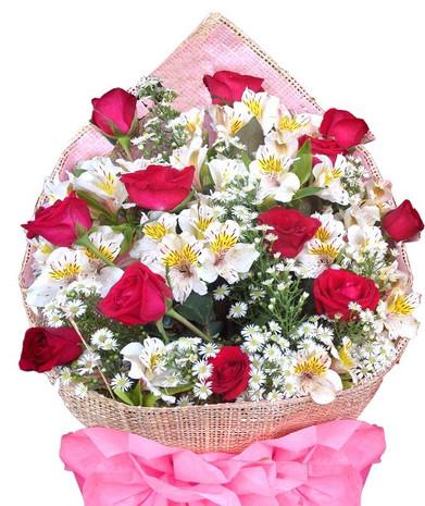 12 Roses & Peruvian lilies bouquet