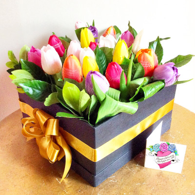 18 Rainbow Tulips Box