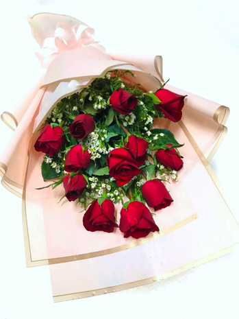 Classic Dozen Red Roses Bouquet