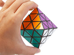 The 8-Surface Polygon 6 Levels Diamond Cube (INNV009200) by IQCUBES.COM