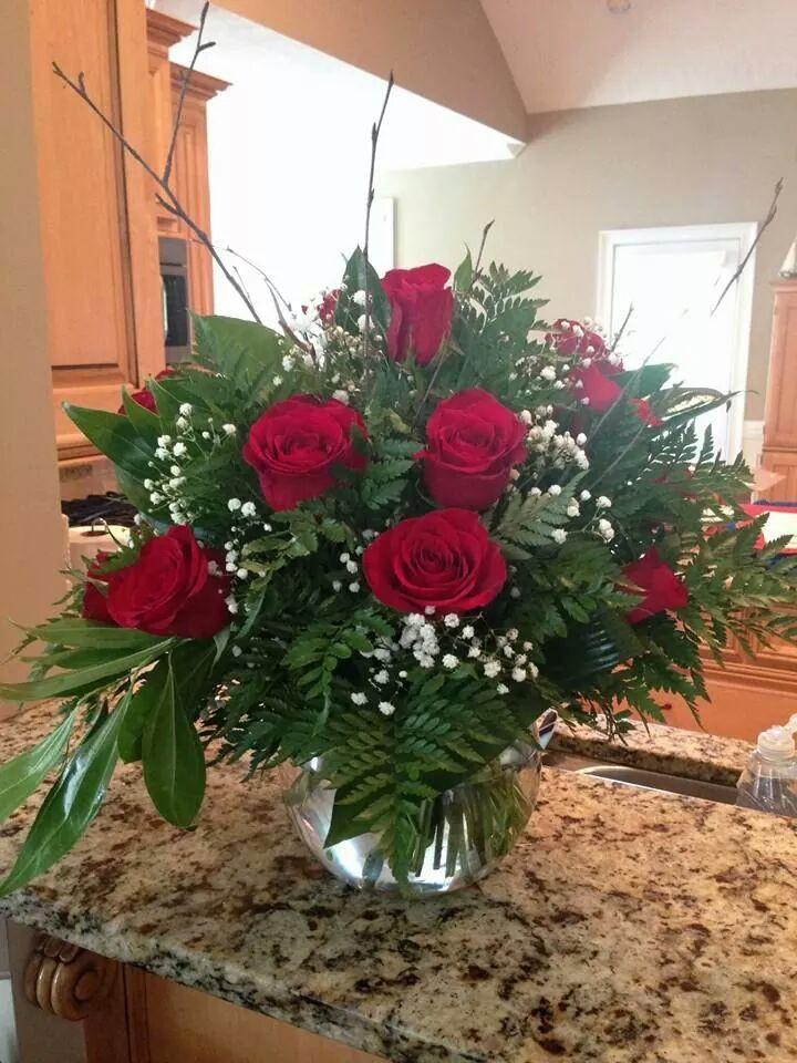 Dozen Roses in Fishbowl Vase & The Bloom Closet\u0027s Dozen Red Roses in Fishbowl Vase - The Bloom Closet