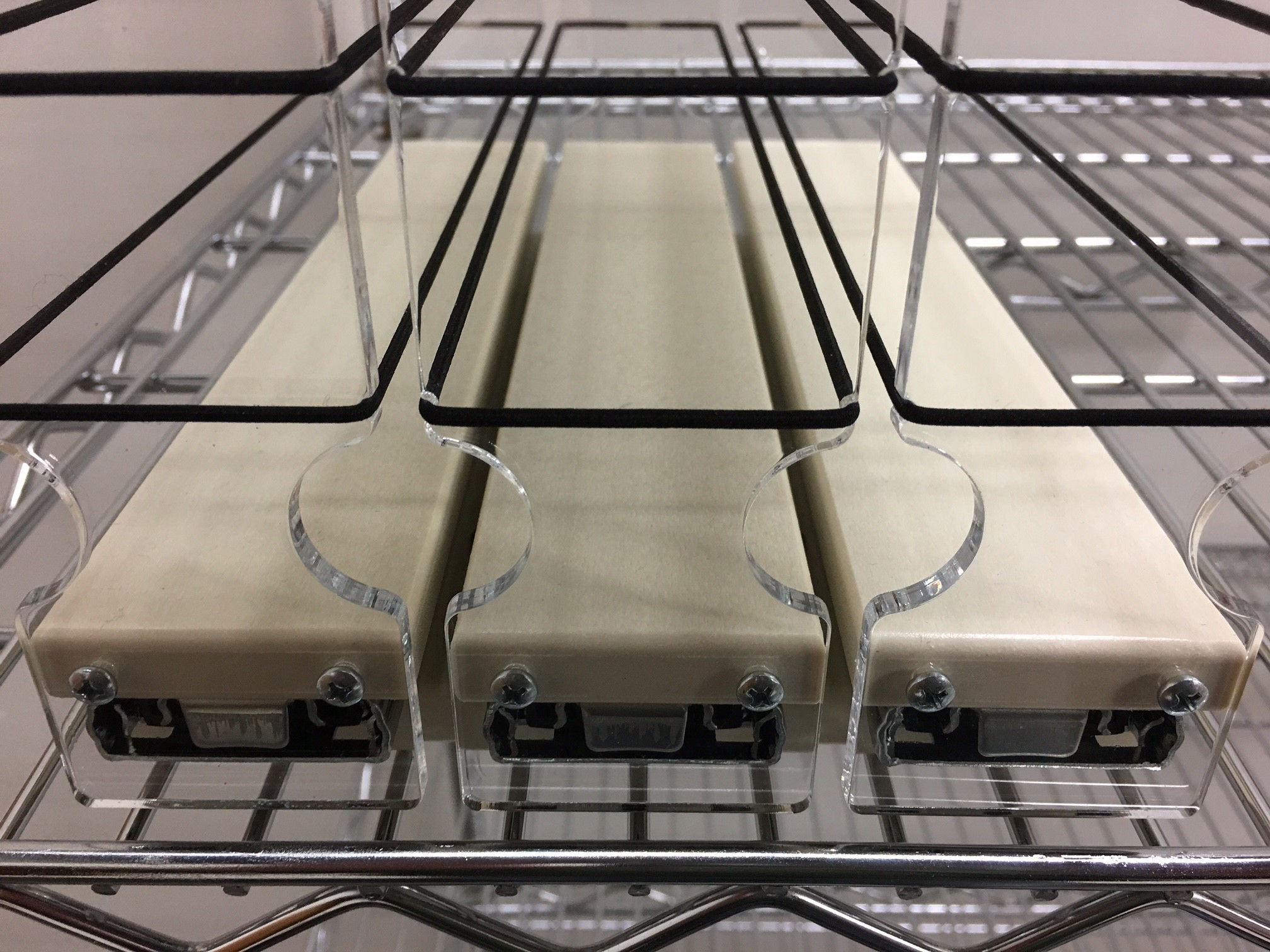spice-rack-mounted-to-wire-rack.jpg