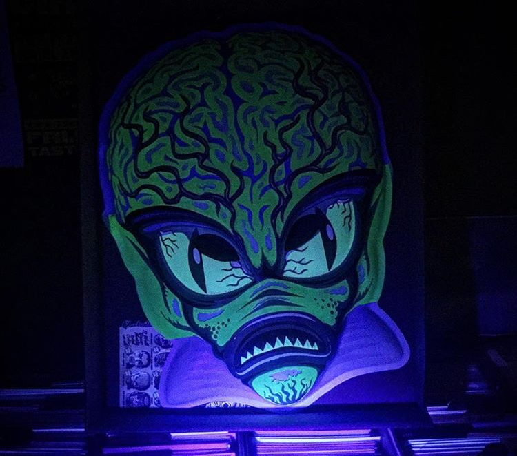 blacklight-alien.png