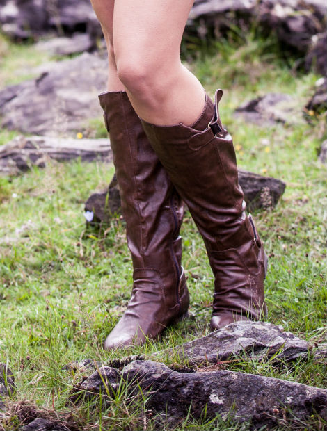 a449bc7021a ... brown riding boots and a thick brown chunky belt to break up the style.  A messy braid compliments the cowgirl look which is set to be huge this  season.