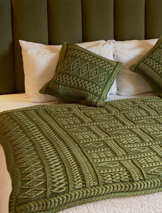 Two-Tone Aran Pleated Throw - Leaf Green