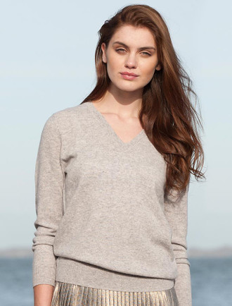 Womens Lambswool V-Neck Sweater - Silver