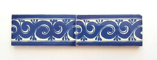 Decorative blue & white border tile in 2x4