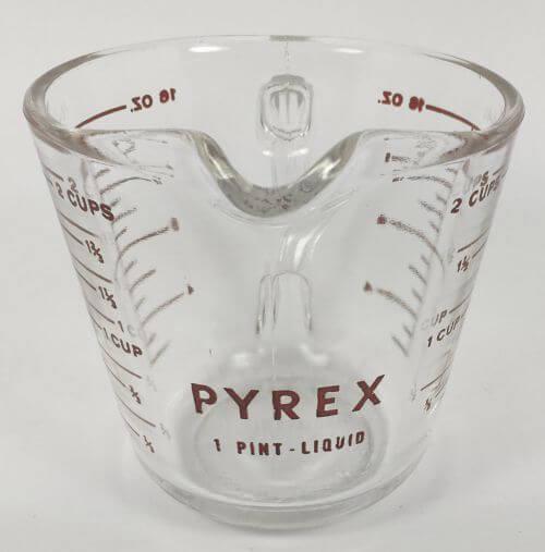 Vintage Pyrex 2 cup measuring cup 516
