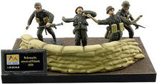 EASY MODEL 33603 1/35 WWII GERMAN SOLDIERS WEHRMACHT, STREETS OF POLAND (4 FIG) ASSEMBLED MODEL