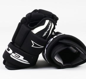 "11"" Eagle Aero Junior Gloves - Team Stock #2"