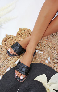 Cinnia Flat Sandals in Black