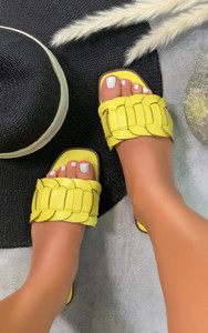 Cinnia Flat Sandals in Yellow