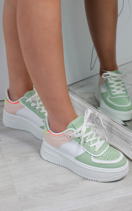 Aria Colour Block Trainers in White / Green