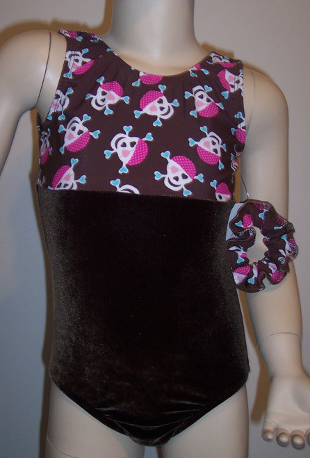Cute tank style gymnastics and/or dance leotard in an brown skulls spandex, split with coordinating brown velvet. Free scrunchie included as always!
