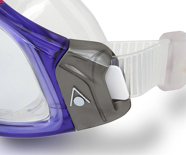 Easy Adjustable Buckles of the Ladies Seal 2.0 Swim Goggles by Aqua Sphere