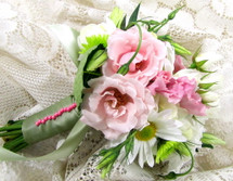 White Daisy, Roses & Pink Lisianthus