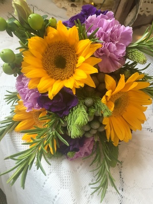 Sun Flowers & Lizianthus