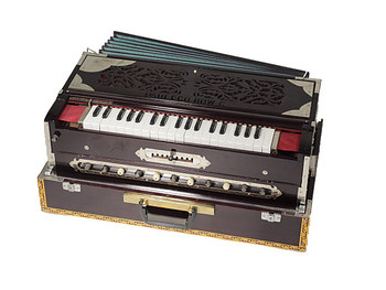 Paul and Co. 3 Reed Scale Change Fold Up Harmonium - 9 Scale