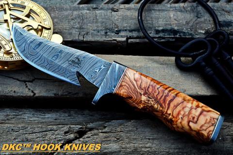 """DKC-577 Rattler Damascus Steel Gut Hook Hunting Knife 9.25""""Long 4.5"""" Blade 10 oz Olive Wood Handle"""