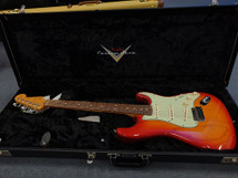 FENDER MADE IN USA CUSTOM SHOP Stratocaster -Sienna Sunburst Custom Deluxe in Hardcase