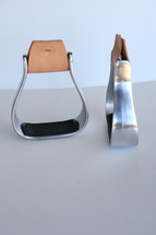 """Newmarket's Aluminum 2"""" Oxbow Stirrups with Rubber Tread"""