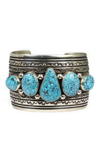 Front view of a Kingman turquoise bracelet with five stones by Darryl Becenti.