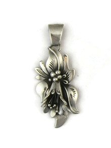 Silver Calla Lily Pendant by Les Baker jewelry