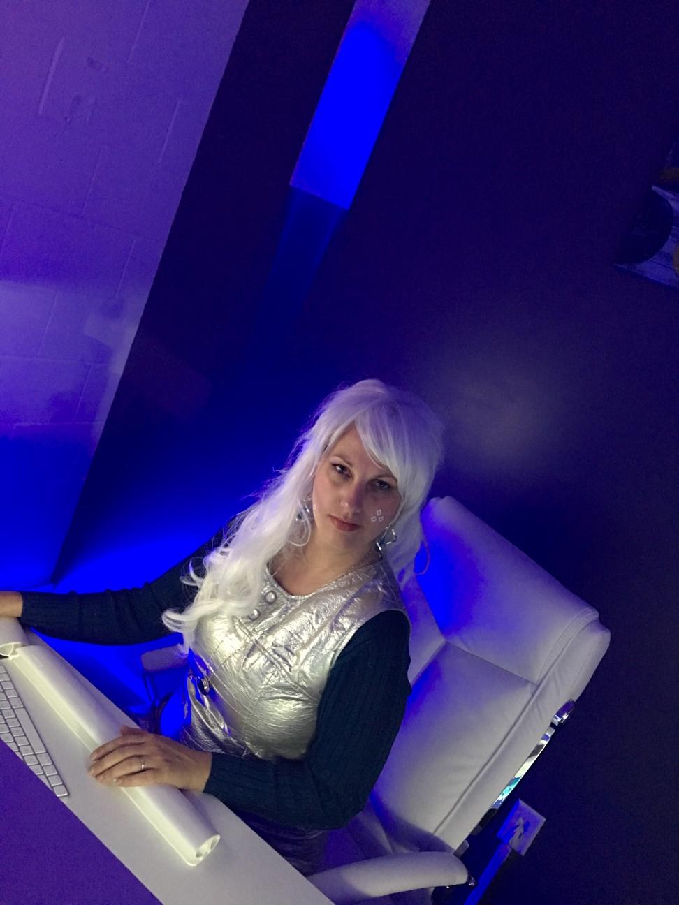 sara-silver-hair.jpg