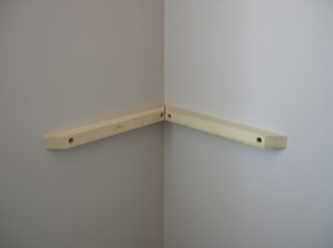 floating-corner-hang-shelf-step-7-copy.jpg